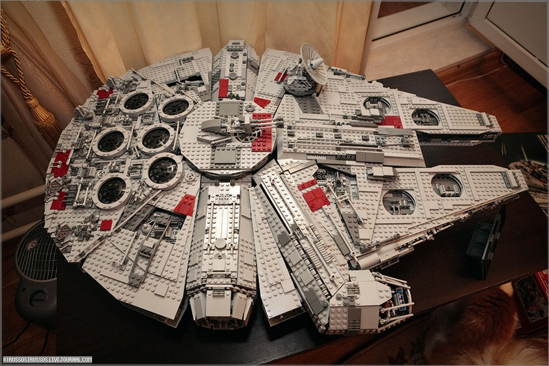 Millennium Falcon. Corellian light Freighter YT-1300 Series (modified by Han Solo).