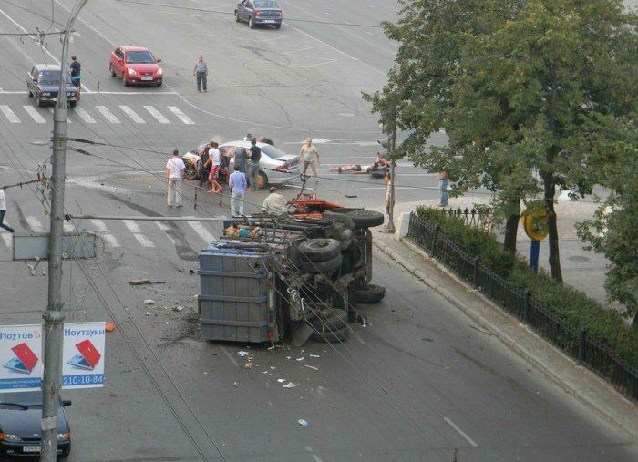 ДТП Камаза мусоровоза и Honda Accord (3 фото+видео)
