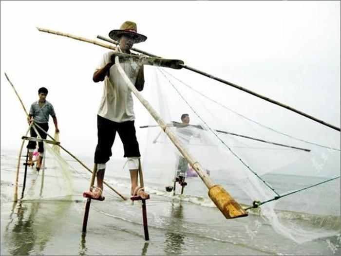 Интересный способ рыбалки (7 фото)