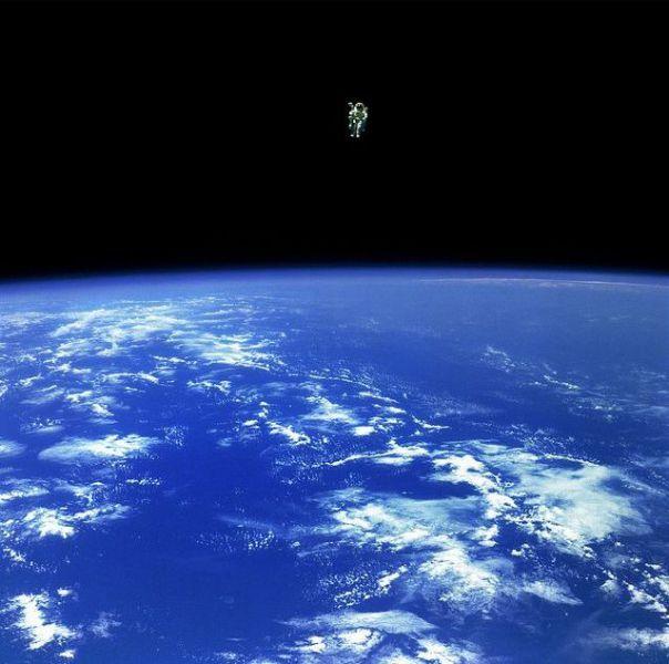 Пилотируемый маневрирующий модуль (MMU) был разработан НАСА и тестировался в трёх полётах космических кораблей типа «шаттл» в течение 1984 года. После катастрофы «Челленджера» был выполнен пересмотр многих аспектов влияющих на безопасность астронавтов. Применение MMU было признано слишком рискованным, а их дальнейшая эксплуатация прекращена.