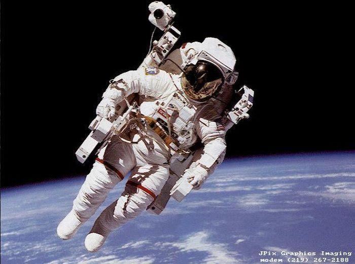 В открытом космосе без страховки (7 фото+текст)