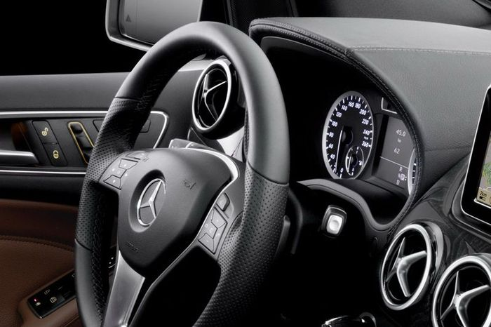 Официальные  фото салона нового Mercedes B-класса (13 фото)