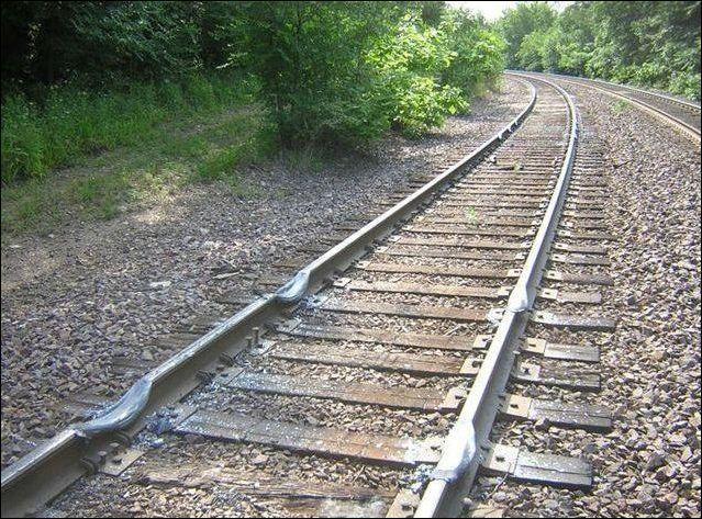 Последствия пробуксовки поезда (3 фото + видео)