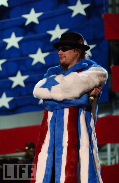 Американский флаг в разных видах одежды (24 фото)