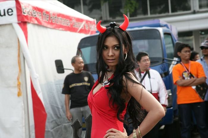 Девушки с Индонезийского Автосалона (88 фото)