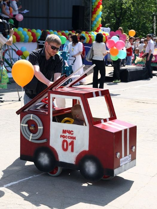 Парад детских колясок в Тюмени (28 фото)