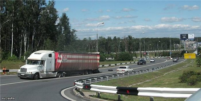 Провтыкал мост - спускай колеса (4 фото)