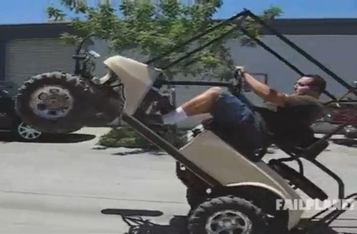 Неудачи на машинках для гольфа (видео)