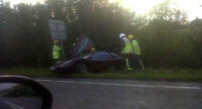 Мистер Бин разбил свой McLaren F1 (4 фото)