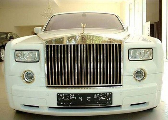 Бронерованный Rolls-Royce Phantom покрыли золотом (5 фото)