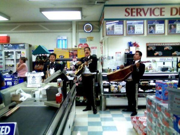 15 приёмов, которыми супермаркеты выуживают ваши денежки (14 фото)