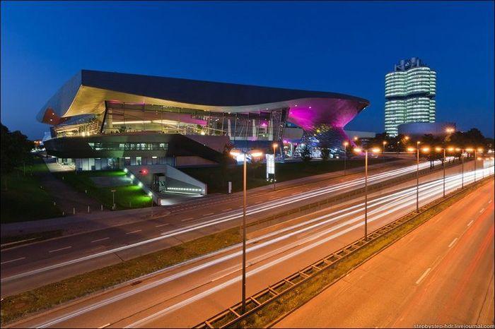 Архитектурные этюды здания BMW Welt (11 фото)