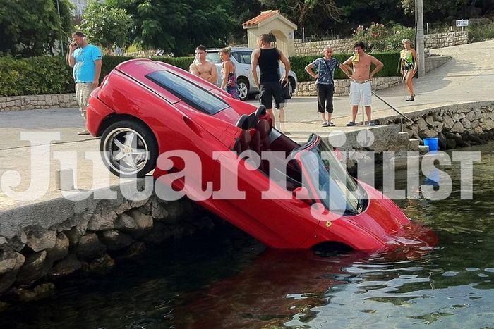 Утопили Ferrari (12 фото)