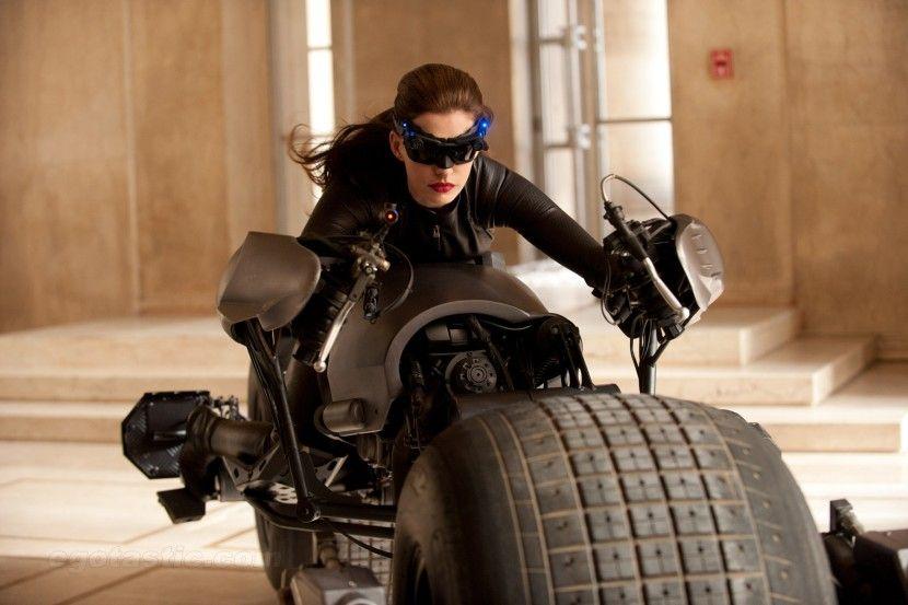 Anne Hathaway сыграет Женщину-кошку (5 фото)