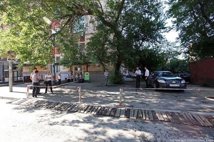 Борьба с захватом места под личные парковки (16 фото)