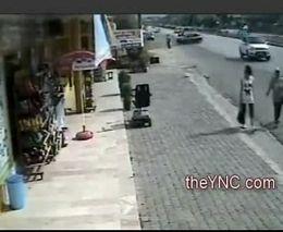 Женщину снесло машиной