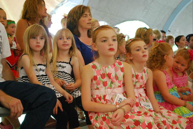 Фестиваль близнецов в Твинсбурге (10 фото)