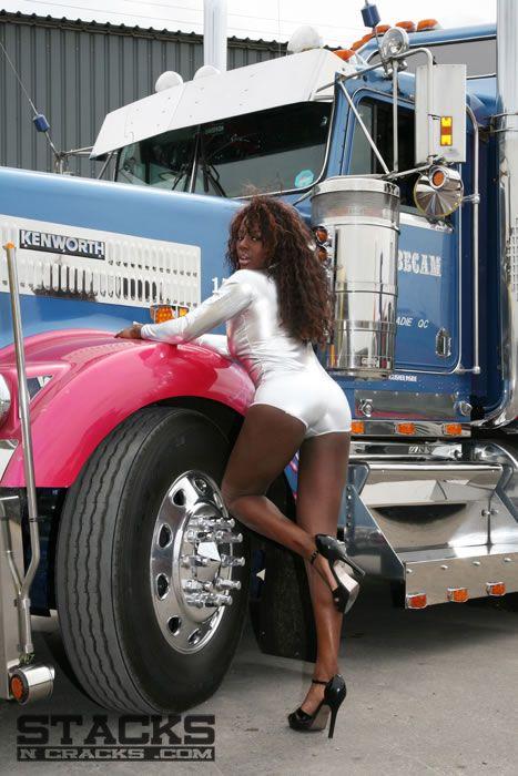 Фото голых девок возле грузовиков, порно фильмы толпа ебут баб