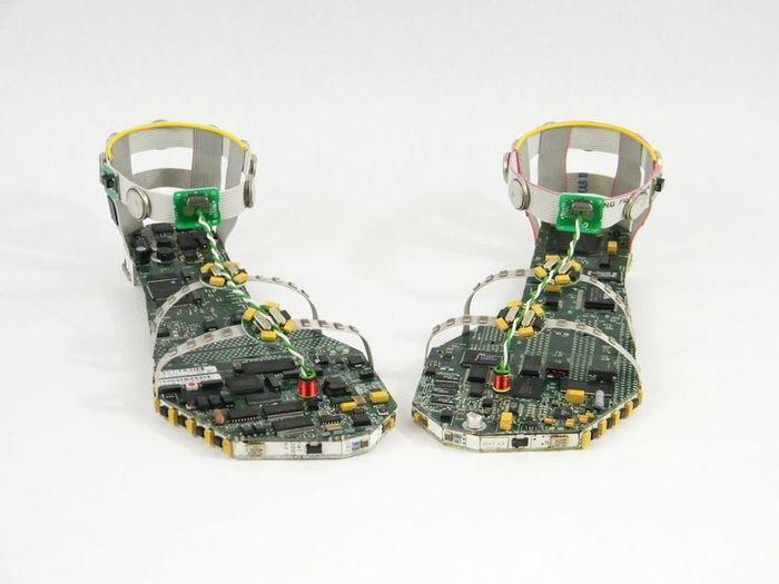 Обувь для девушки настоящего сисадмина (4 фото)
