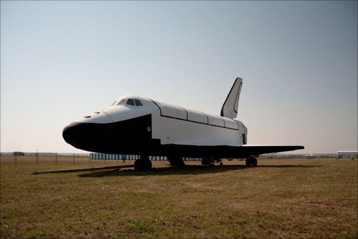 """Космический корабль """"Буран"""" на авиасалоне Макс-2011 (2 фото)"""