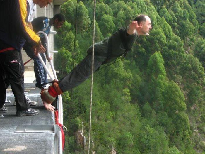 с фото прыжки моста в воду