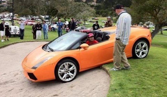 Неудачный маневр Lamborghini Gallardo на Pebble Beach (3 фото)