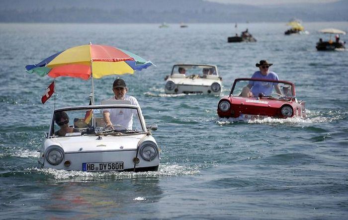 26-я встреча любителей автомобилей-амфибий в Швейцарии (8 фото)