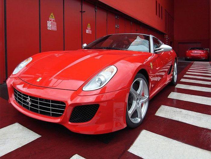 Завод Ferrari в Маранелло вид изнутри (19 фото)