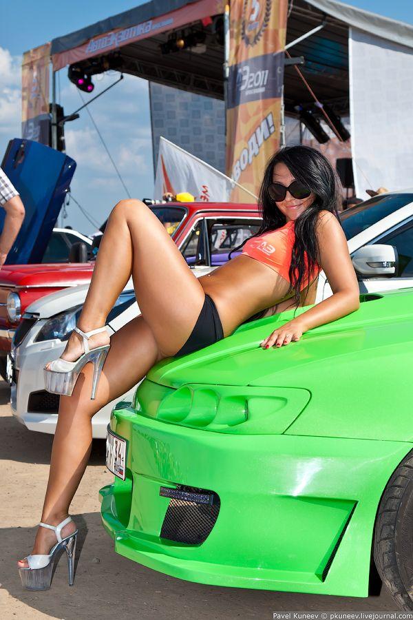 Секси девочки на больших авто