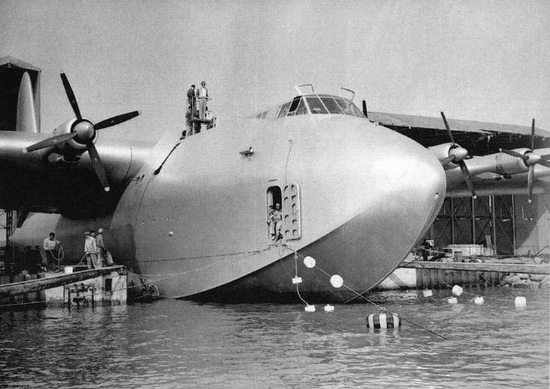 Самый огромный самолет Hughes H–4 Hercules (8 фото)