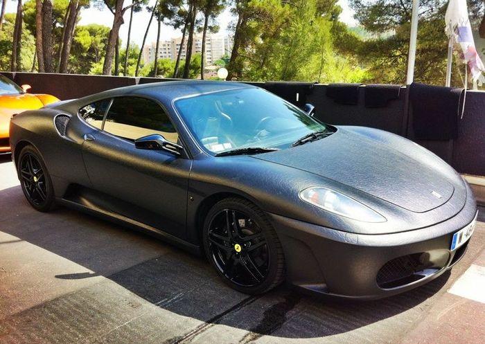 Ferrari F430 в кожаной одежде от ателье Dartz (14 фото)