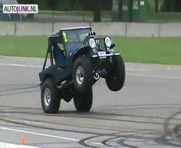 Jeep прет на задних колесах