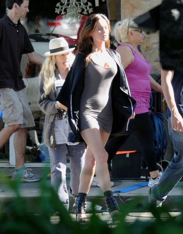 Меган Фокс держит фигуру в отличной форме (4 Фото)