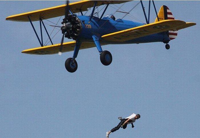 В США во время авиашоу разбился каскадер (5 фото + видео)