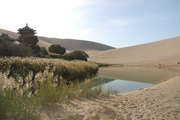 Озеро - оазис Юэяцюань ... (15 фото)
