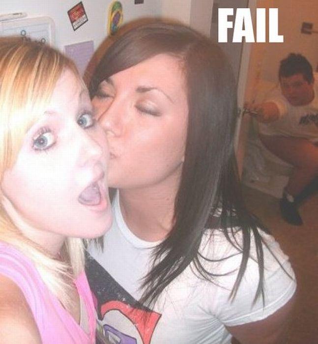 Неудачные фото девушек (13 фото)