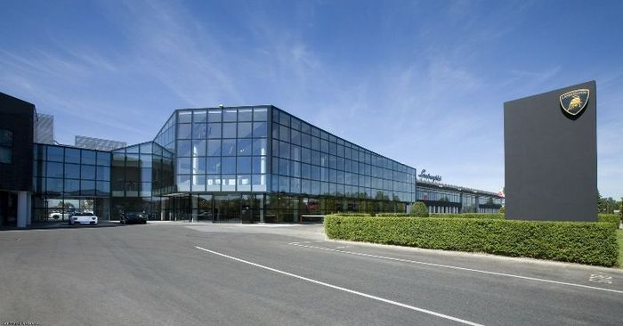 Жизнь изнутри на заводе Lamborghini (29 фото)
