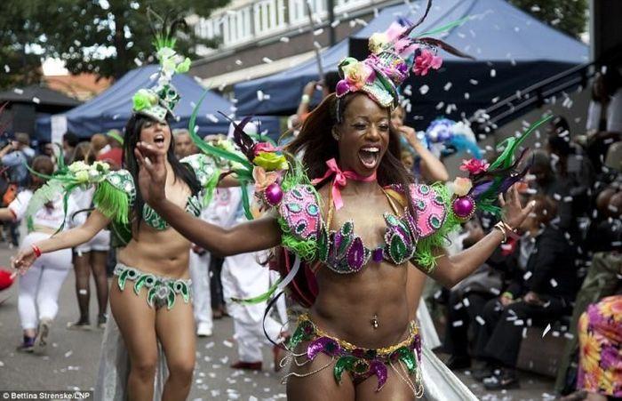 Карнавал в Нотинг-Хилле (19 фото)