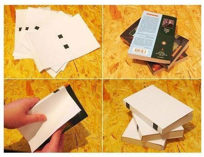 Как украсить стеллаж с книгами  (2 фото)