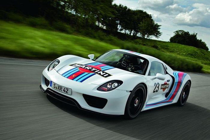 Новый гибридный Porsche 918 Spyder будет доступен в цвете Martini Racing (7 фото)