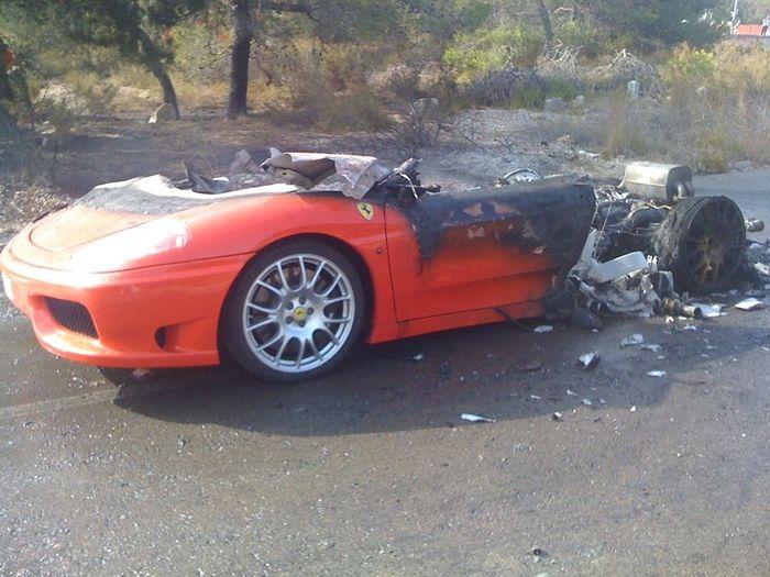 Ferrari футболиста Эвера Банеги сгорела дотла (10 фото+видео)