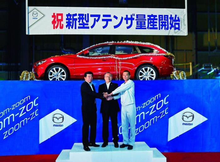 Компания Mazda начала выпуск новой Шестерки (8 фото)