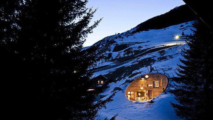 Швейцарский подземный дом (19 фото)