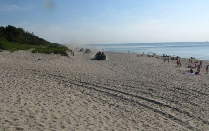 Забавный случай на пляже (6 фото + 1 видео)