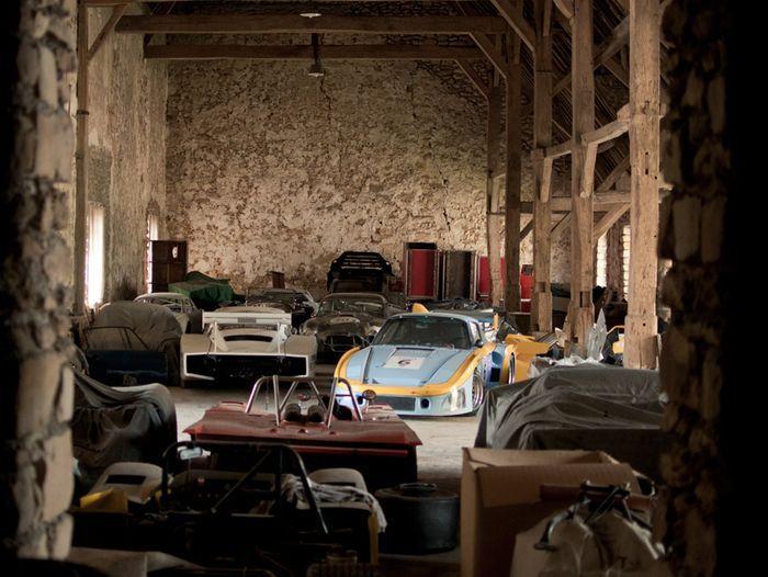 Во Франции найдено место, где собрана куча старинных спорт-каров (26 фото)