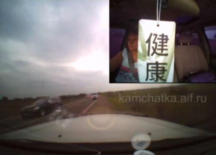 Правительственный кортеж протаранил машину женщины с ребенком (фото+видео)