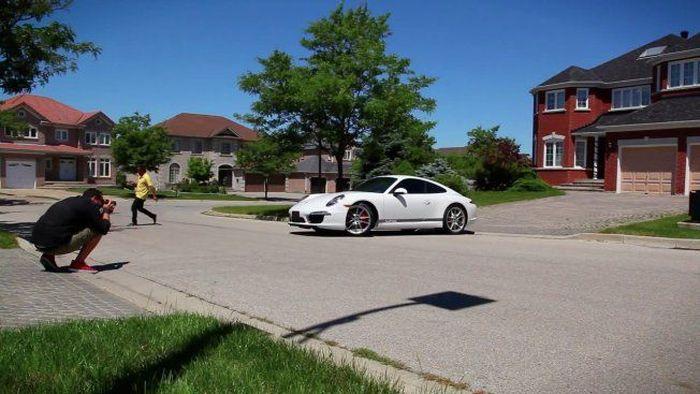 Креативная реклама нового Porsche 911 из Торонто (видео)
