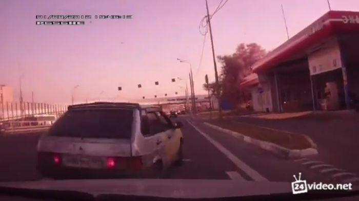 Вечерний замес на московской дороге (видео)