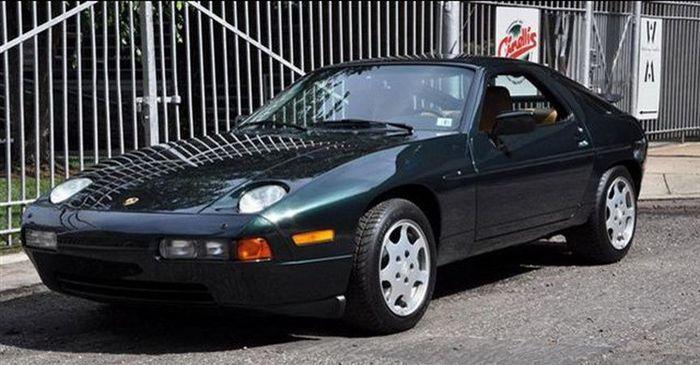 Porsche 928 GT 1989 года выпуска с пробегом 565 км оценили в 100000$ (16 фото)