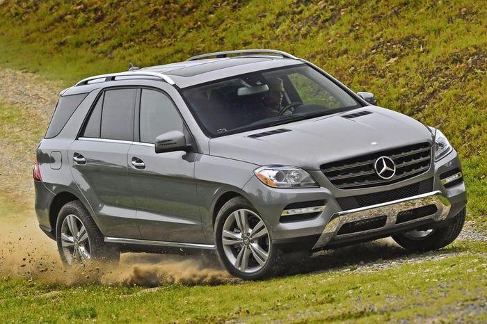 Mercedes-Benz отзывает M-Class из-за некачественных ковриков (10 фото)